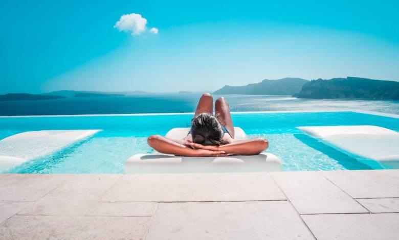 Testeur de villas de luxe, gardien d'une île paradisiaque, regarder des séries... Voici 10 jobs de rêve !