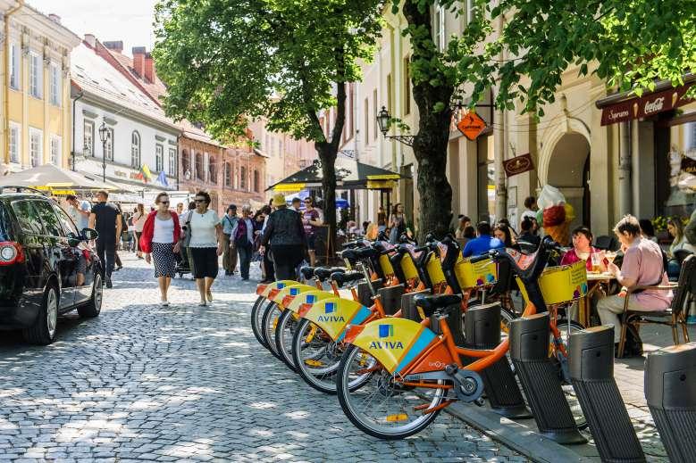 Lituanie : un programme pour échanger les vieilles voitures contre des scooters et des bicyclettes électriques