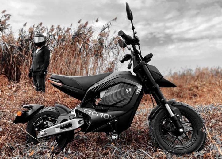Cette mini-moto électrique peut engloutir 120 km sans recharge ! (vidéo) By Hilaire Picault  Tromox-mino-mini-moto-002-724x520