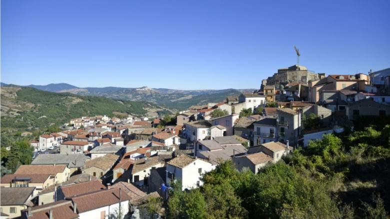 Un comune italiano offre 50 case a 1 €!  Opportunità da cogliere a determinate condizioni!
