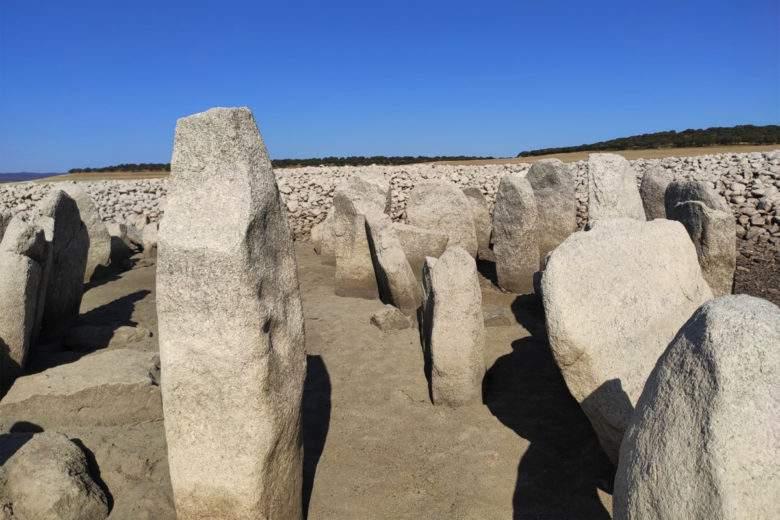 Incomum: O gigante Stonehenge apareceu aleatoriamente na Espanha!
