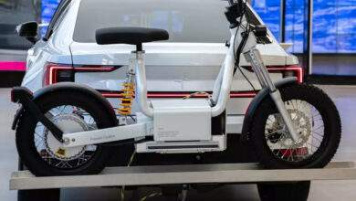 Un ingénieux tandem voiture/scooter électrique